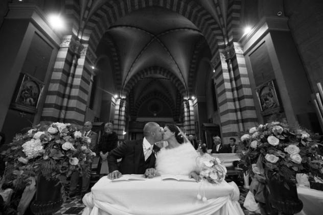 Un grandangolo sull'interno della Basilica (e sugli sposi)
