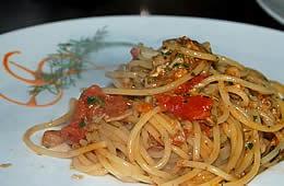 Spaghetti con ragù di molluschi speziato