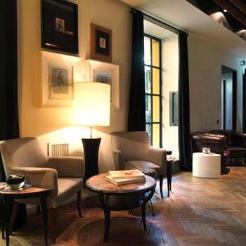 """Un angolo dal gusto """"classic"""" del ristorante """"Molto"""" a Roma"""