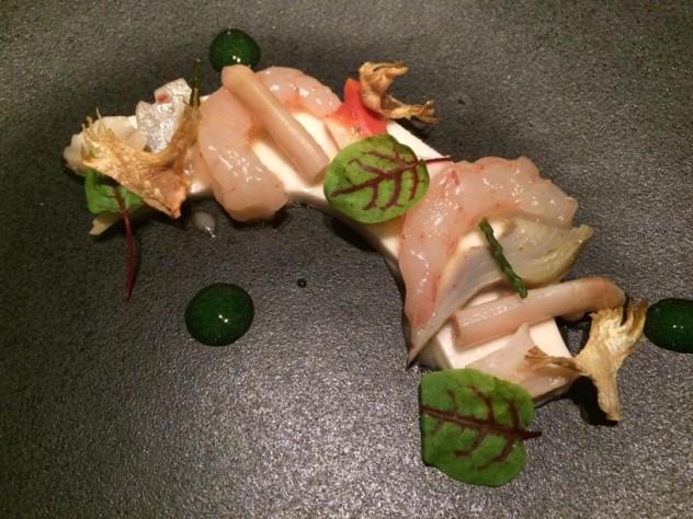 Frutti di mare su tofu di mandorle