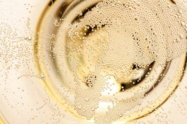 Le migliori bollicine da regalare (e bere) a Natale tra Italia e Francia
